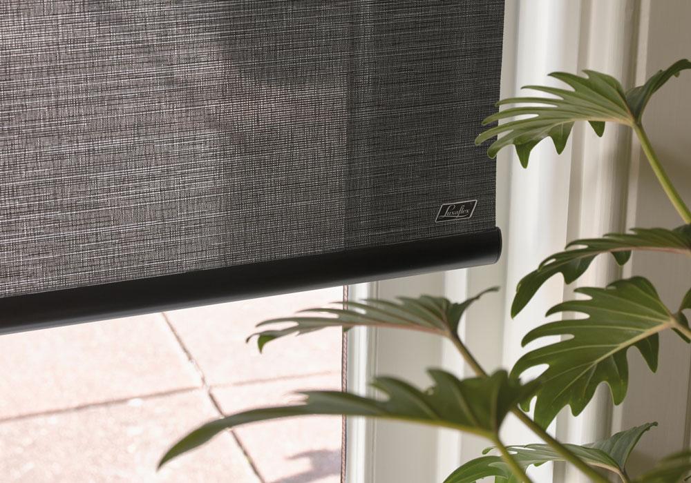 Morklaggande gardiner Luxaflex